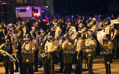 25-ferguson-cops.w529.h352.2x