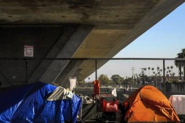 la-2433652-me-adv-homeless-race-kkn-007-jpg-20150824