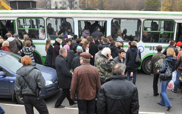 979308 10/26/2011 Passengers board buses of the compensatory route M near Orekhovo metro station. Mosgortrans arranged for an additional ground transportation route to compensate for the temporary closing down of the Moscow Metro's Zamoskvoretskaya Line between the stations of Kashirskaya and Krasnogvardeiskaya. Metro trains temporarily ceased operation due to the fire between the stations of Orekhovo and Tsaritsino. Ramil Sitdikov/RIA Novosti