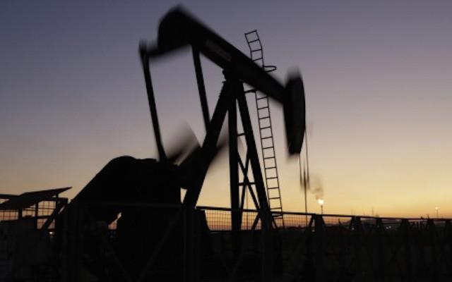 Новости озапасах энергоносителей вСША обвалили цены нанефть