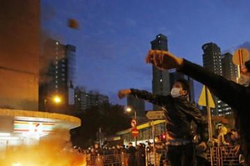 la-fg-hong-kong-clashes-20160208-wre0035955343-20160209 (1)