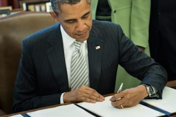 obama-signs-monsanto-act