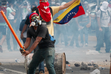 venezuela-is-on-the-brink-of-a-complete-economic-collapse