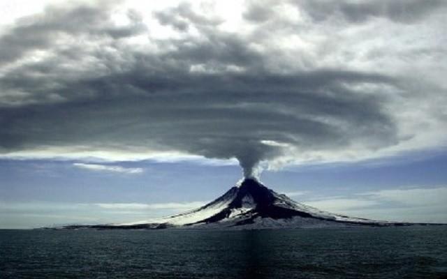 Volcano-Erupting-2-Public-Domain-460x345