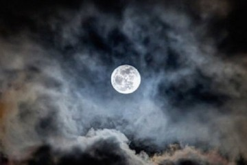 Full-Moon-700x372
