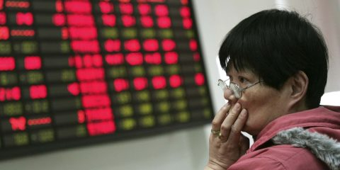 An investor looks at the stock price monitor at a private securities company Thursday, March 22, 2012, in Shanghai, China. Asian stock markets fell Thursday after mixed U.S. housing data and disappointment over the limited scope of China's latest monetary loosening maneuver kept investors on the sidelines. (AP Photo)