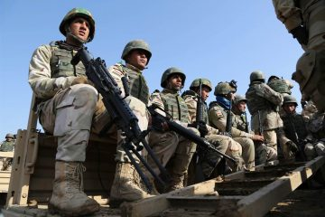 160418-iraqi-soldiers-train-for-americans-yh-10a_c1d3511860fd640e8138e8b5c5f41274.nbcnews-ux-2880-1000