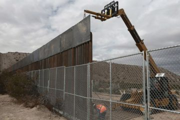 AP-Mexicop-US-Wall-MEM-170123_16x9_992