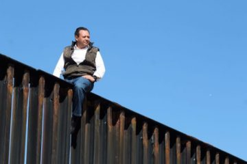 a-mexican-congressman-climbed-a-us-border-fence-t-2-28402-1488504536-0_dblbig