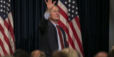 la-pol-former-president-george-w-bush-waves-to-the-crowd-after-a-nearly-hour-long-q-a-about-his-life-after-20170301