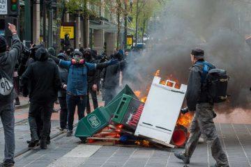 portland_anarchist_riot_gi