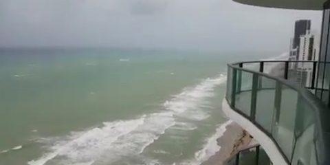 Hurricane Force Winds Strike South Florida_4